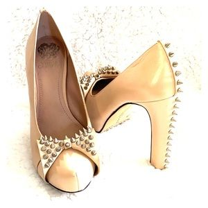 Vincent Camuto Nude Bow Spiked Pumps Size 8.5